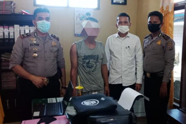 Pelaku BR yang telah diamankan di Mako Polsek Sungai Beremas, Pasaman Barat