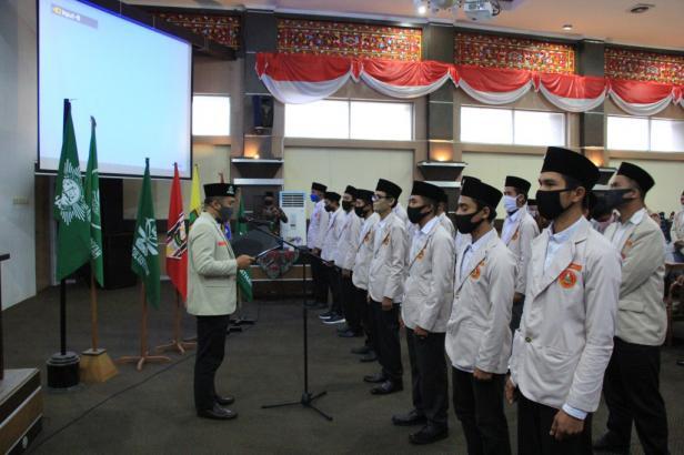 Ketua PWPM Sumbar, Deri Rizal, SHI.MH mengambil sumpah PDPM Kabupaten Solok periode 2018-2022 di Aula Solok Nan Indah, Arosuka