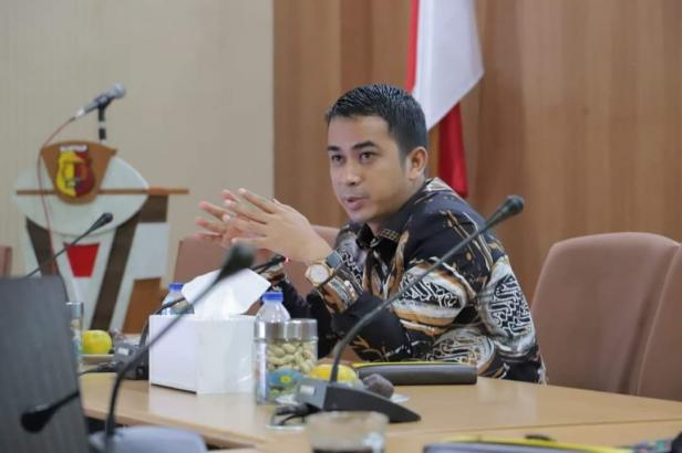 Wakil Wali Kota Solok, Dr. Ramadhani Kirana Putra memimpin rapat persiapan pembenahan Pasar Raya Solok