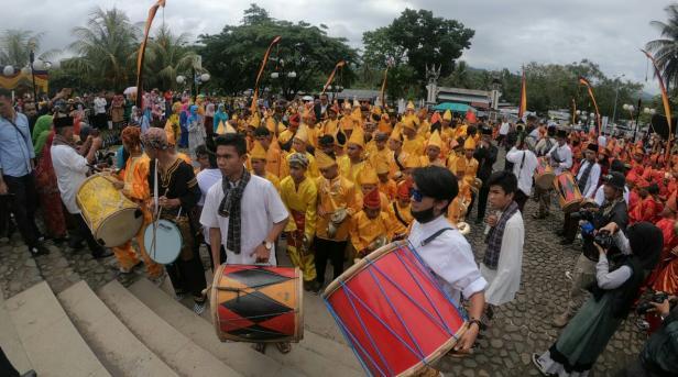 Pagelaran talempok pacik pada ivent Festival Pesona Minangkabau di Istano Basa Pagaruyung