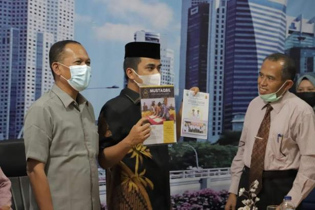 Wawako Solok, Dr. Ramadhani Kirana Putra bersama Wakil ketua DPRD Efriyon Coneng menghadiri kuliah umum STAI SNI