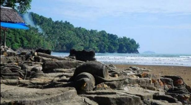 Pantai Aie Manih Kota Padang
