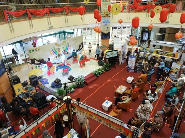Penampilan tari Tabuik di SKA Mall Pekanbaru