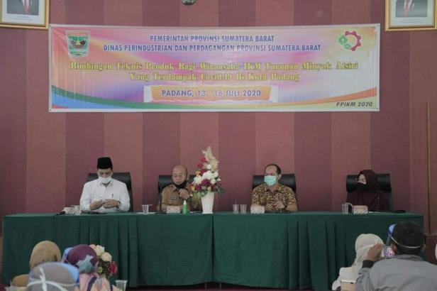 Wawako Solok Reinier berikan motivasi pada peserta Bimtek Wirasuaha IKM turunan Minyak Atsiri Sumbar