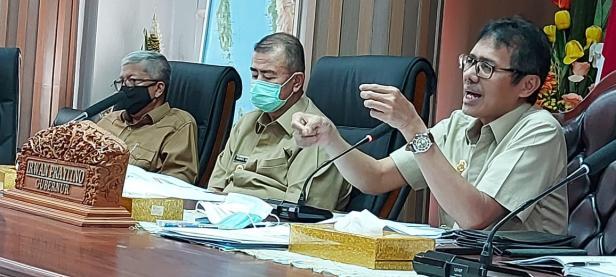 Gubernur dan Wagub Sumbar tengah membahas mengenai pembangunan ekonomi sumbar saat New Normal