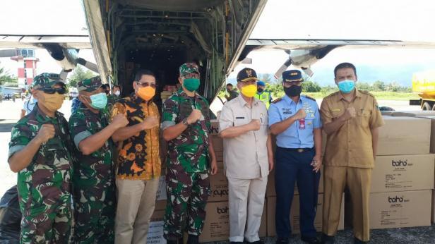 Paket masker sampai di Lanud Sutan Sjahrir Padang