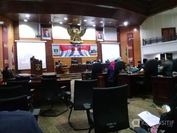Rapat paripurna penetapan dan penyerahan rekomendasi DPRD terhadap LKPD Sumbar 2019.