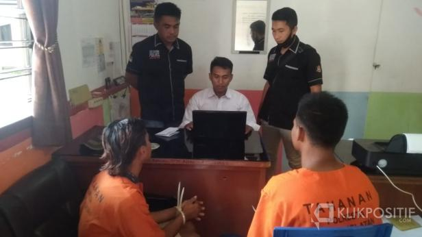Pelaku pencuri ternak sedang dimintai keterangan disaksikan Kanit buser Ipda Budi Saputra dan Kanit Tipiter Bripka Tomi Yudha T