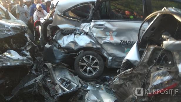 Kondisi Mobil yang Ditabrak oleh Pajero Sport di Depan Eks Balai Kota Padang