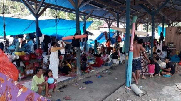 Pasar rakyat jadi pengungsian korban gempa Sulbar di Majene.