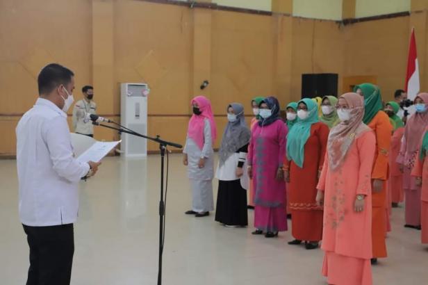 Wakil Wali Kota Solok, Dr. Ramadhani Kirana Putra melantik pengurus GOW Kota Solok