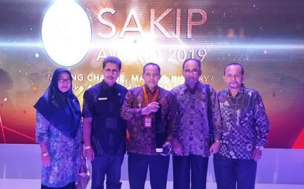 Wawako Kota Solok, Reinier saat penerimaan malam penganugerahan SAKIP Award 2019 di Batam