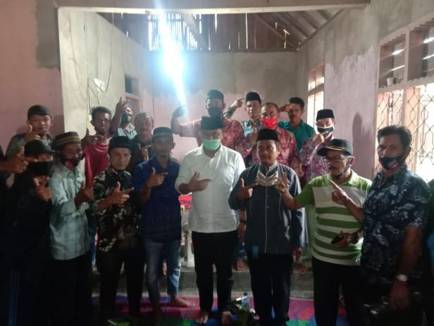 Calon Bupati Dharmasraya Sutan Riska Tuanku Kerajaan bersama masyarakat dan tokoh masyarakat Kecamatan Timpeh.