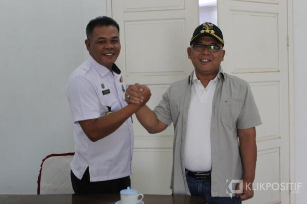 Bupati Pasaman Barat Yulianto (kanan) dan Kepala BNNK Pasaman Barat Irwan Effenry usai lakukan Koordinasi untuk perangi narkoba