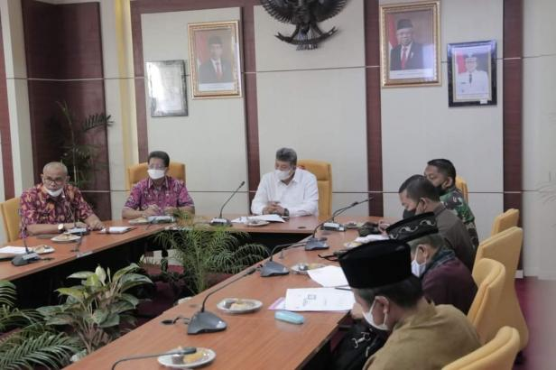 Wali Kota Solok, H. Zul Elfian pimpin rapat evaluasi pelaksanaan vaksin Covid-19