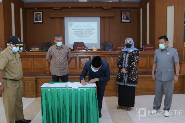 Perda APBD 2020 Disahkan DPRD Bersama Wali Kota Riza Falepi