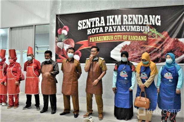 Pemko Payakumbuh melalui UPTD Sentra Randang Dinas Tenaga Kerja dan Industri Kota Payakumbuh gelar kegiatan School of Randang di Sentra Rendang IKM Kota Payakumbuh, Senin 12 April 2021