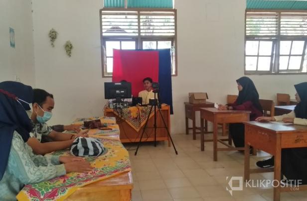 Perekaman E-KTP yang dilaksanakan di SMK Cersa Pasaman