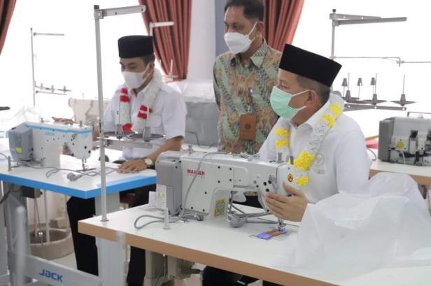 Anggota DPR RI, Darul Siska dan Wawako Solok, DR. Ramadhani Kirana Putra meninjau BLK Komunitas Ponpes Waratsatul Anbiya' Kota Solok