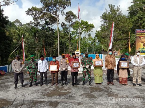 Beberapa penerima penghargaan dari masyarakat Situjuah Batua di momen peringatan Peristiwa Situjuah Batua.