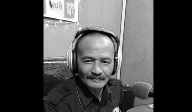 Almarhum Yasrizal Mak Ngah saat menyiar radio