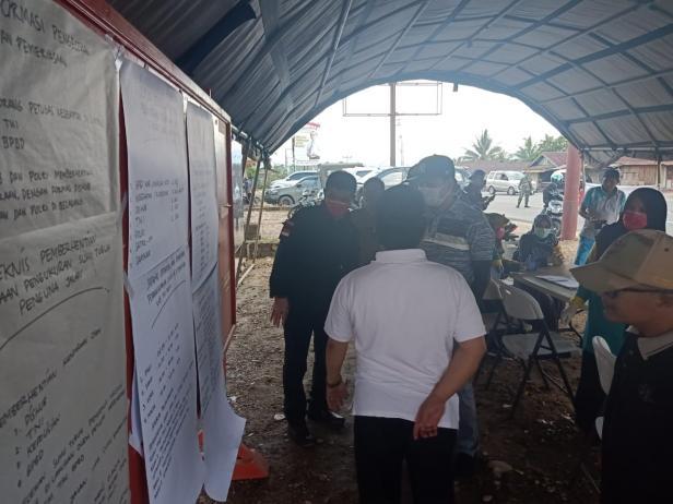Posko penanganan Covid-19 di perbatasan Sumbar-Riau.
