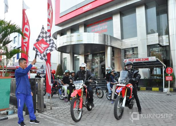 Pelepasan Peserta Honda Bikers Adventure Camp di Main Dealer Hayati Padang