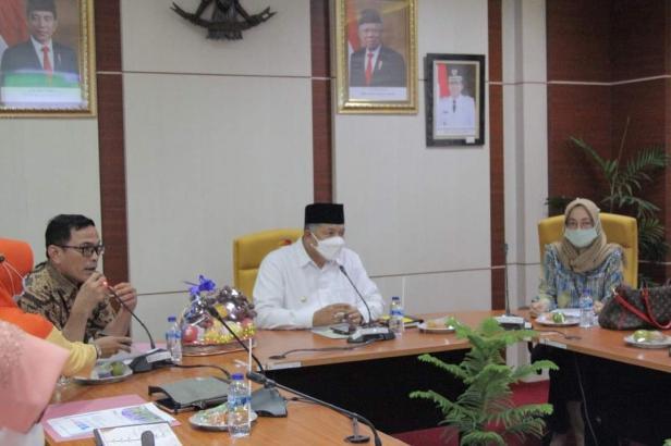 Wali Kota Solok, H. Zul Elfian saat audiensi dengan pimpinan PT PNM di Balaikota Solok