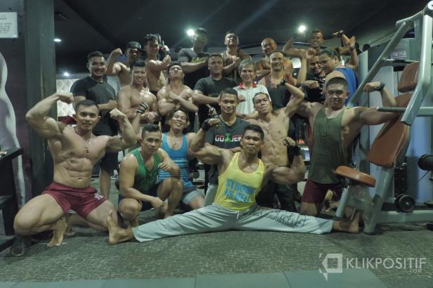 Foto Bersama Binaragawan Kota Padang usai melakukan latihan bersama di De Classic Fitnes