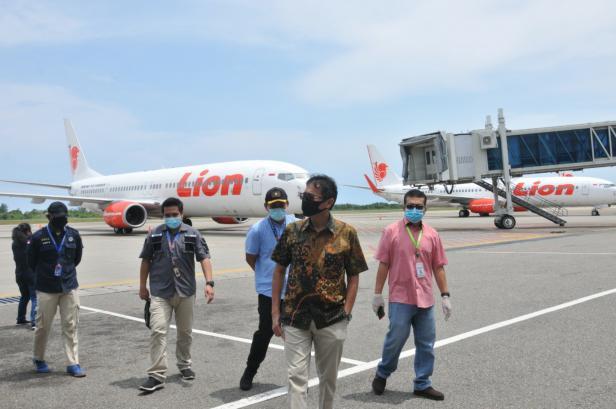 Gubernur Sumbar Irwan Prayitno saat meninjau Bandara Internasional Minangkabau