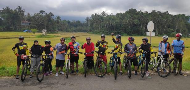Pegowes Klub MTB Van der Cappelen Batusangkar foto bersama di lokasi Kampungku Indah Ladang Laweh, Nagari Batipuah Baruah