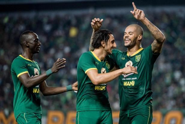 David da Silva dan Mahmoud Eid selebrasi usai cetak gol.