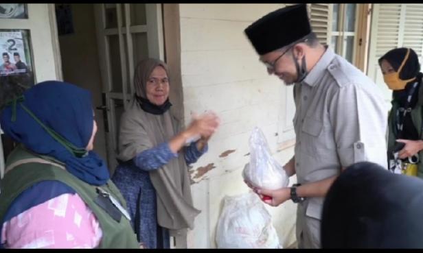 Erman Safar Dapat Hadiah Beras dari Warga Bukittinggi