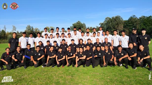 Timnas U-19 dan official