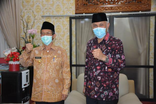 Pj Gubernur Sumbar Hamdani bersama Gubernur Sumbar Terpilih Mahyeldi Ansharullah