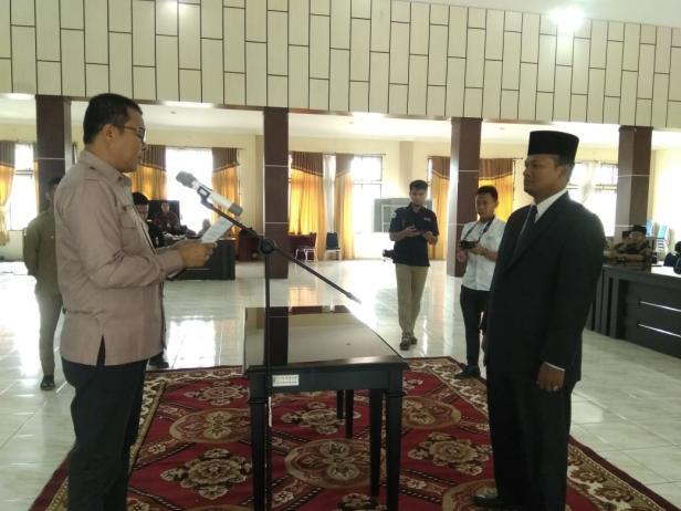 Plt Bupati Solsel, Abdul Rahman saat membacakan sumpah jabatan pada pelantikan Ketua bidang III Baznas Solsel, kemarin.