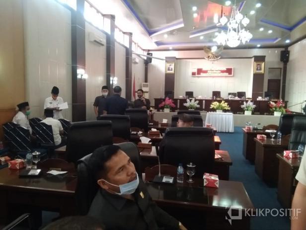 Suasana ruang Paripurna DPRD Solsel Setelah Rapat di Skor