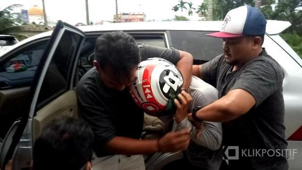 Polisi Saat Membekuk Pelaku