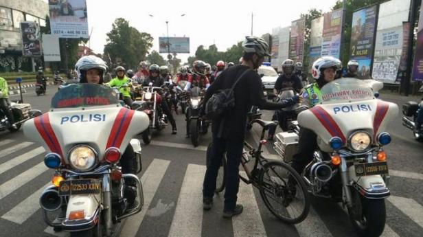 ilustrasi: konvoi moge yang dikawal polisi