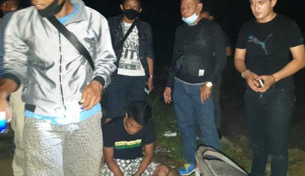 Pelaku saat diamankan Polisi bersama BNNK