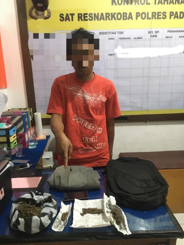 Barang bukti yang disita dari Tersangka AF di Mapolres Padang Panjang