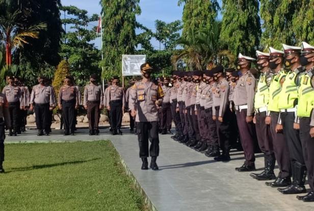 Kepala Polres Pasaman Barat, AKBP Sugeng Hariadi saat gelar apel pasukan di halaman mako Polres Pasaman Barat
