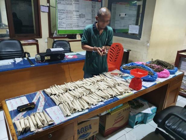 SIC dengan Barang Bukti Narkotika Jenis Ganja di Mapolresta Padang