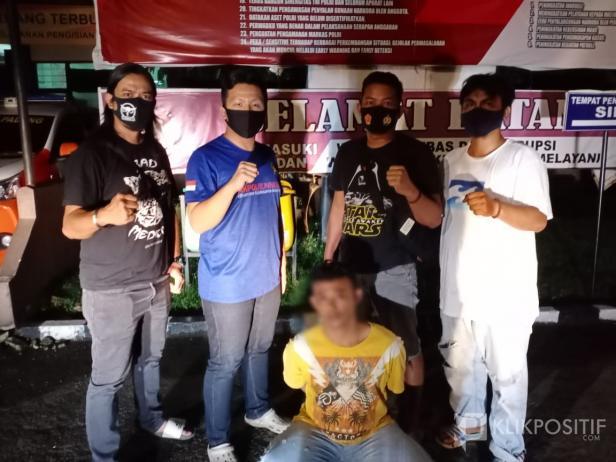 Pelaku Curanmor (baju kuning) Usai Dibekuk Satreskrim Polresta Padang