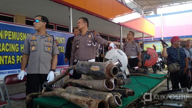 Pemusnahan Knalpot Racing di Mapolresta Padang