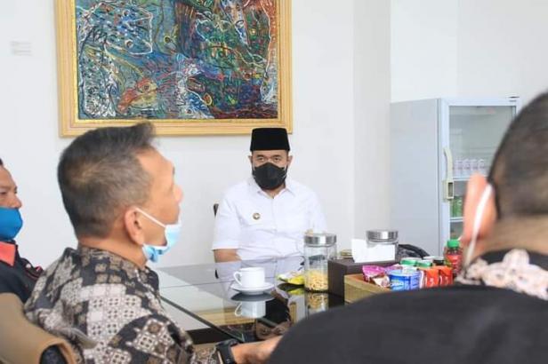 Walikota Padang Panjang,  Fadly Amran, Jalin Komunikasi  dengan Tim Redaksi iNews TV