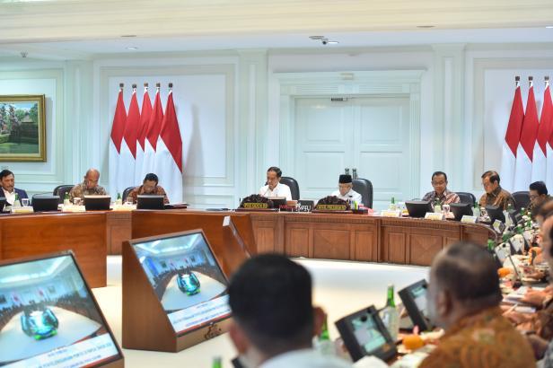 Presiden Jokowi saat pimpin rapat terbatas