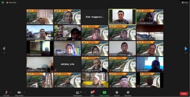 Program Studi Teknik Sipil Institut Teknologi Padang (ITP) melakukan pengabdian kepada masyarakat dengan menggelar Up-Skilling dan Re-Skilling kepada guru-guru SMK Teknik Konstruksi Properti Se-Sumatera Barat, Sabtu (6/2/2021).