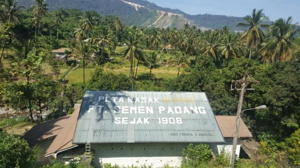 PLTA Rasak Bungo PT Semen Padang yang merupakan PLTA pertama di Indonesia, hingga saat ini terus berkontribusi dalam memasok kebutuhan listrik untuk fasilitas umum di lingkungan masyarakat di sekitar PT Semen.