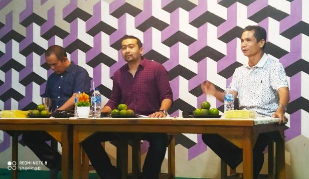 Audy Joinaldy berdiskusi dengan wartawan Kota Solok di Resto Tapi Sawah